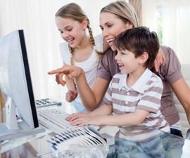 Ребенок вместе с родителями
