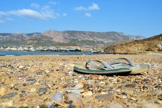 Тапочек на фоне моря