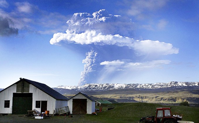 Извержение вулкана в деревне